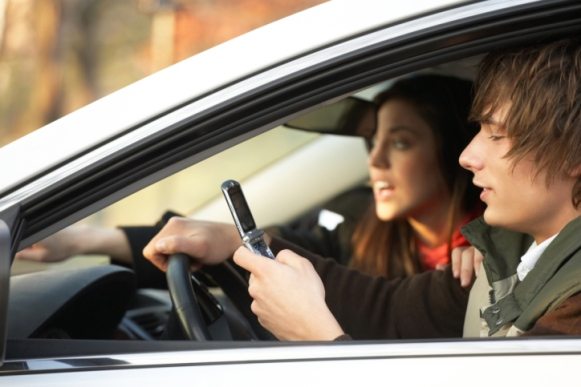 texting-while-driving-teens1